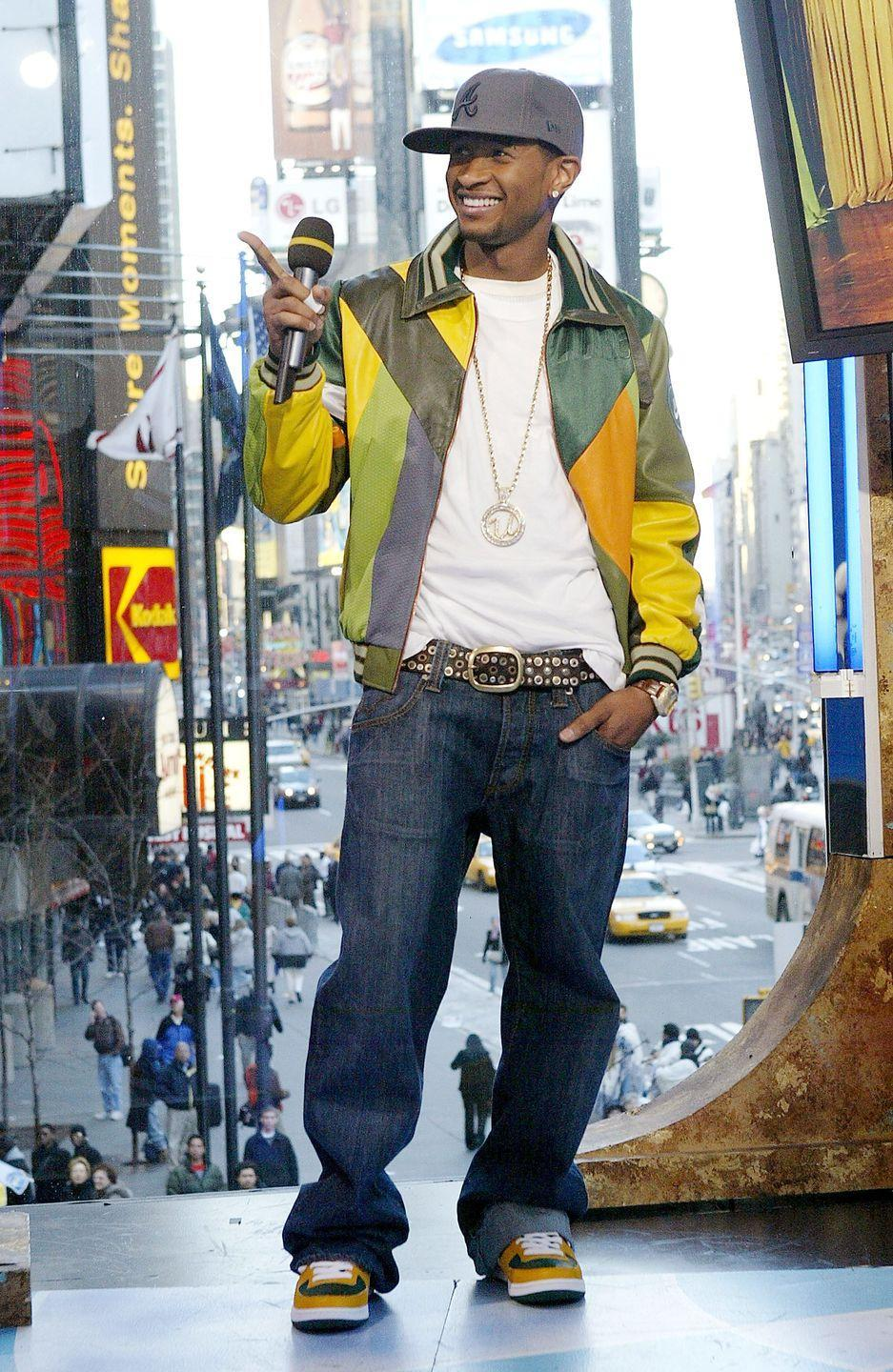 <p>No one was safe from the dreaded fashion choices of the mid-2000s. Not even Usher. Why did he have to go and match his shoes to his jacket?</p>