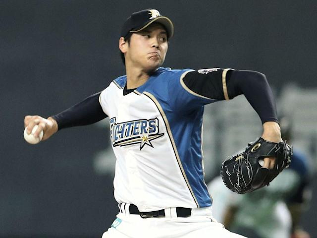 """<p>Are the Shohei Ohtani sweepstakes coming to an end? On Sunday night, a bevy of teams learned from the Japanese superstar's representation that they are no longer in the running for his services. That includes the Yankees, who <a href=""""https://nypost.com/2017/11/22/scouts-are-conflicted-on-what-shohei-ohtanis-plan-should-be/"""" rel=""""nofollow noopener"""" target=""""_blank"""" data-ylk=""""slk:were widely presumed to be favorites for Ohtani"""" class=""""link rapid-noclick-resp"""">were widely presumed to be favorites for Ohtani</a>, as well as—deep breath—the Red Sox, Mets, Blue Jays, Pirates, Twins, Diamondbacks, Brewers, Rays, Cardinals, White Sox, Nationals, Braves, and Athletics. On the other side of things are the lucky few: <a href=""""https://twitter.com/JeffPassan/status/937458753171009537"""" rel=""""nofollow noopener"""" target=""""_blank"""" data-ylk=""""slk:According to Yahoo Sports' Jeff Passan"""" class=""""link rapid-noclick-resp"""">According to Yahoo Sports' Jeff Passan</a>, the Mariners and Giants will both meet with Ohtani in Los Angeles next week; the Padres are also on the docket, <a href=""""https://twitter.com/JonHeyman/status/937483245566025728"""" rel=""""nofollow noopener"""" target=""""_blank"""" data-ylk=""""slk:according to FanRag Sports' Jon Heyman"""" class=""""link rapid-noclick-resp"""">according to FanRag Sports' Jon Heyman</a>; and the Rangers, Dodgers, Angels and Cubs are apparently still in the race (or at least not openly out of it).</p><p>As we learn which teams have dropped out or stayed alive, numerous reports have emerged that Ohtani <a href=""""https://apnews.com/d3e49ed0b5244e858d944f18f2231b1c/Ohtani-rules-out-Yanks,-Red-Sox,-others;-prefers-West-Coast"""" rel=""""nofollow noopener"""" target=""""_blank"""" data-ylk=""""slk:would like to sign with a West Coast team"""" class=""""link rapid-noclick-resp"""">would like to sign with a West Coast team</a>, and may also want to play in a smaller market. Add that to <a href=""""http://m.mlb.com/news/article/262688222/what-factors-matter-most-to-shohei-ohtani/"""" rel=""""nofollow noopener"""" targe"""