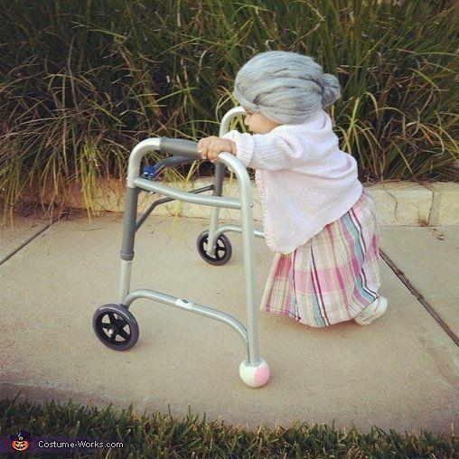 """<a href=""""http://www.costume-works.com/little_old_lady.html"""" target=""""_blank"""">vía Costume Works</a>"""