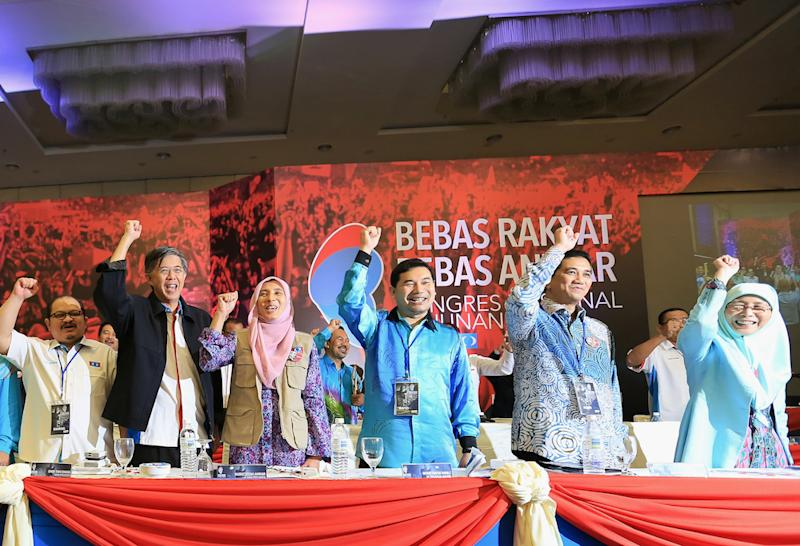 The clear underdog, Rafizi is slowly building up support for his bid although he is far from achieving the critical mass needed to be a serious threat to Azmin. — Picture by Saw Siow Feng