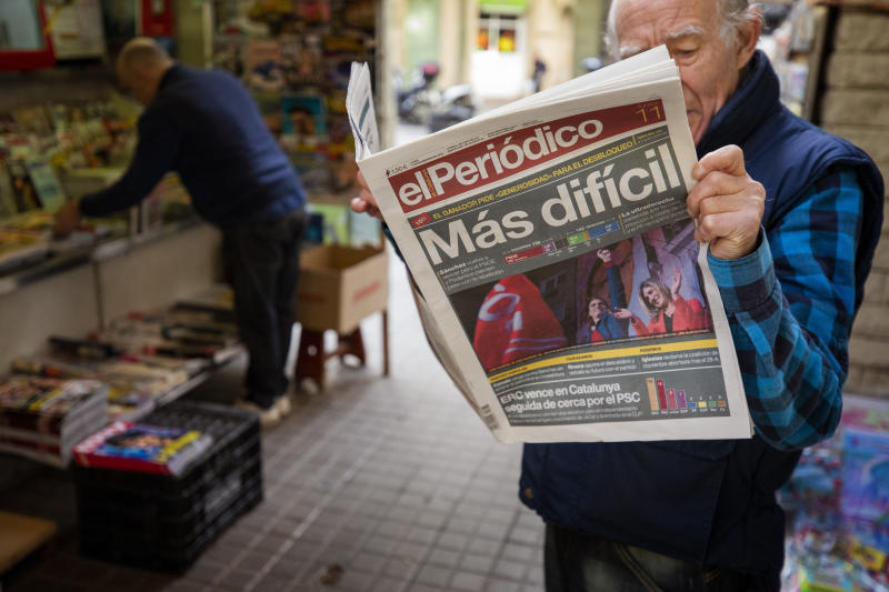 """A man reads a newspaper at a newsstand in Barcelona, Spain, Monday, Nov. 11, 2019. Spain looked set Monday to face months more of political uncertainty after the country's fourth elections in as many years further complicated an already messy political situation, giving no party a clear mandate to govern while the far right became a major parliamentary player for the first time in decades. The newspaper headline reads in Spanish: """"More Dificult"""". (AP Photo/Emilio Morenatti)"""