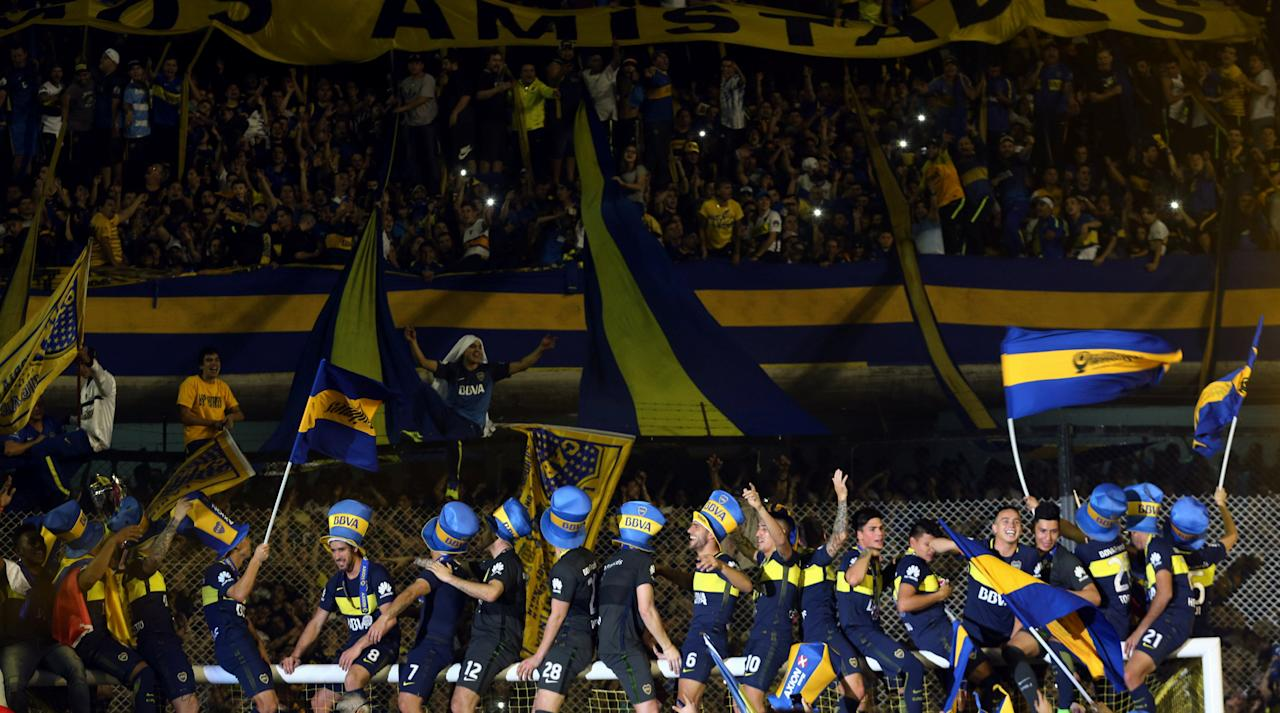 Soccer Football - Boca Juniors v Union - Argentine First Division - Alberto J. Armando stadium, Buenos Aires, Argentina - June 25, 2017. Boca Juniors' players celebrate in front of fans after they clinched the Argentine tournament. REUTERS/Marcos Brindicci