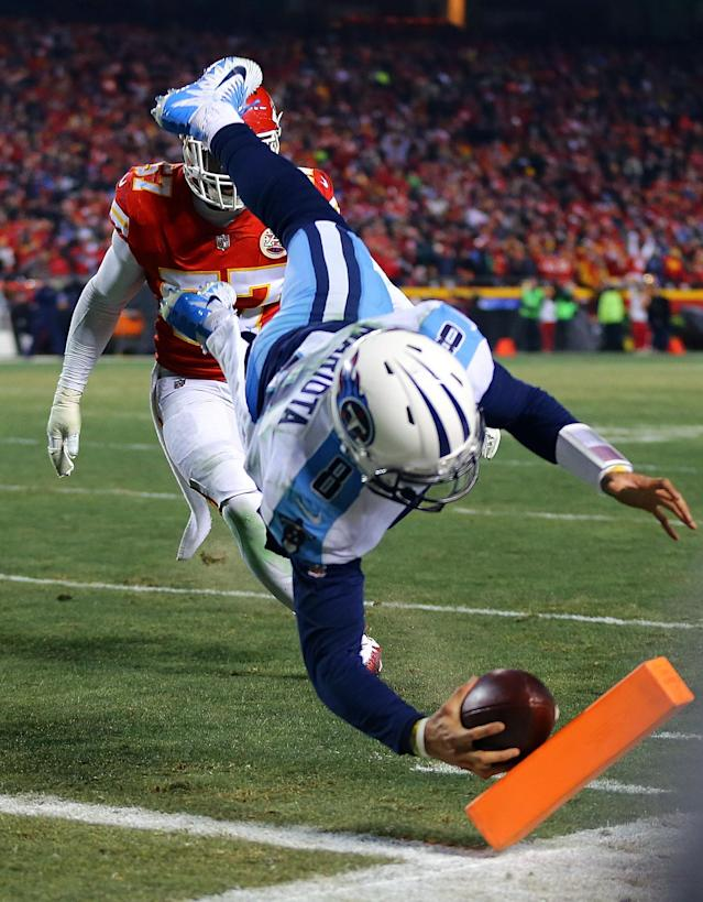 <p>Quarterback Marcus Mariota #8 of the Tennessee Titans dives for the end zone to score a touchdown during the AFC Wild Card playoff game against the Kansas City Chiefs at Arrowhead Stadium on January 6, 2018 in Kansas City, Missouri. (Photo by Dilip Vishwanat/Getty Images) </p>