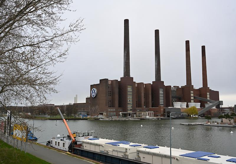 WOLFSBURG, GERMANY - MARCH 20: The Volkswagen factory stands on the first day following a temporary halt to car production there on March 20, 2020 in Wolfsburg, Germany. Automakers are halting production at factories across Germany due to disruptions, especially to supply chains, caused by the coronavirus (COVID-19). Analysts expect the production stop to last at least several weeks. (Photo by Stuart Franklin/Getty Images)