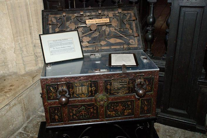 "<span class=""caption"">Sir Thomas Bodley's chest.</span> <span class=""attribution""><a class=""link rapid-noclick-resp"" href=""https://www.flickr.com/photos/ndw/915249333/in/photolist-s6qztf-7h7g9p-n8fX8k-6iuJK3-ietpvH-q2UJeg-ifXqaC-bHWQbe-q2NCWf-6kZGZT-q2NjEf-8jZNvv-6iqAKn-pnmMsC-8zx7ut-6HBBFV-E2Yec-8zx8dV-A5FGZ-8a7w93-8zAiQJ-8K5zV2-8zx8UH-ifAbW6-7SUpWf-8zAikj-8K5znK-7P6frk-2oSTJV-dnt4px-8zx4mF-bHWSmF-5jXGhe-8K5zPz-4pdh6o-dnt4mR-3iNoaF-dnt4sp-8K8BU1-aVyJ1B-8K8BUQ-aT7Vj8-aT7Vbn-aT7V4F-mZXRmY-8d4DE1-BMZRFp-BCpExG"" rel=""nofollow noopener"" target=""_blank"" data-ylk=""slk:Norman Walsh"">Norman Walsh</a>, <a class=""link rapid-noclick-resp"" href=""http://creativecommons.org/licenses/by-nc/4.0/"" rel=""nofollow noopener"" target=""_blank"" data-ylk=""slk:CC BY-NC"">CC BY-NC</a></span>"
