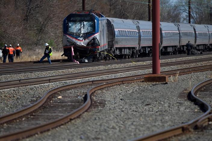 Emergency personnel investigate the crash site of Amtrak Palmetto train 89 on April 3, 2016 in Chester, Pennsylvania (AFP Photo/Mark Makela)