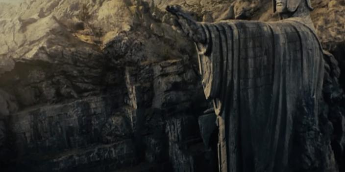"""These statues are also known simply as The Argonath. <p class=""""copyright"""">New Line Cinema</p>"""