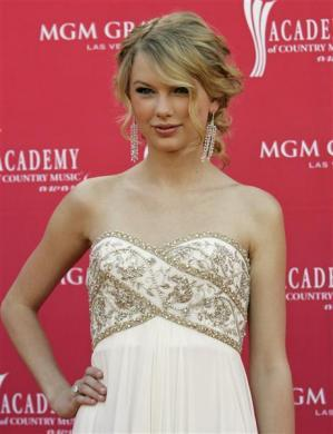 Singer Taylor Swift arrives at the 43rd Annual Academy of Country Music Awards show in Las Vegas, Nevada, May 18, 2008.