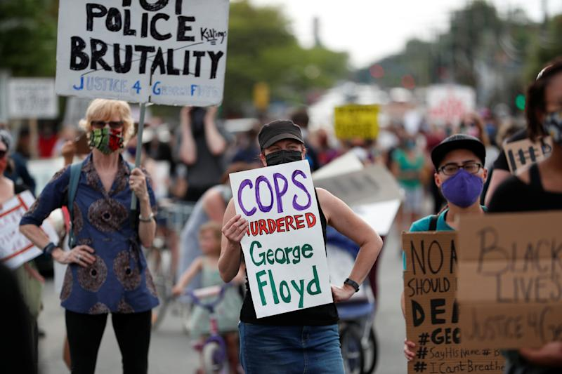 <strong>Protesters gather at the scene where George Floyd was pinned down by a police officer kneeling on his neck in Minneapolis, Minnesota May 26.</strong> (Photo: Eric Miller / Reuters)