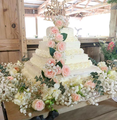 Calling all brides-to-be, look no further for the perfect purse-friendly cake [Photo: Instagram]