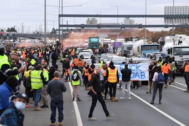 Construction workers and far right activists protest against Covid restrictions (Photo: STRINGER via via REUTERS)
