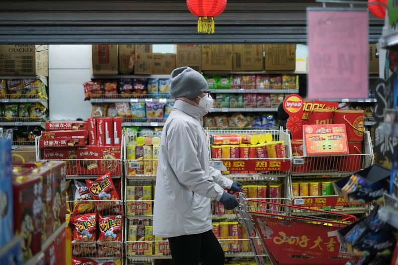 U.S., Canada warn against China travel as virus spreads, markets slide