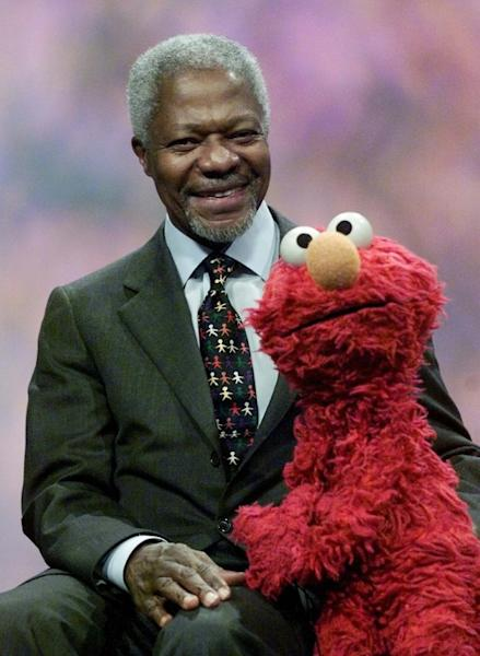 """Late United Nations secretary general Kofi Annan (L) is one of many guest stars to have appeared on the iconic """"Sesame Street"""" (AFP Photo/DON EMMERT)"""