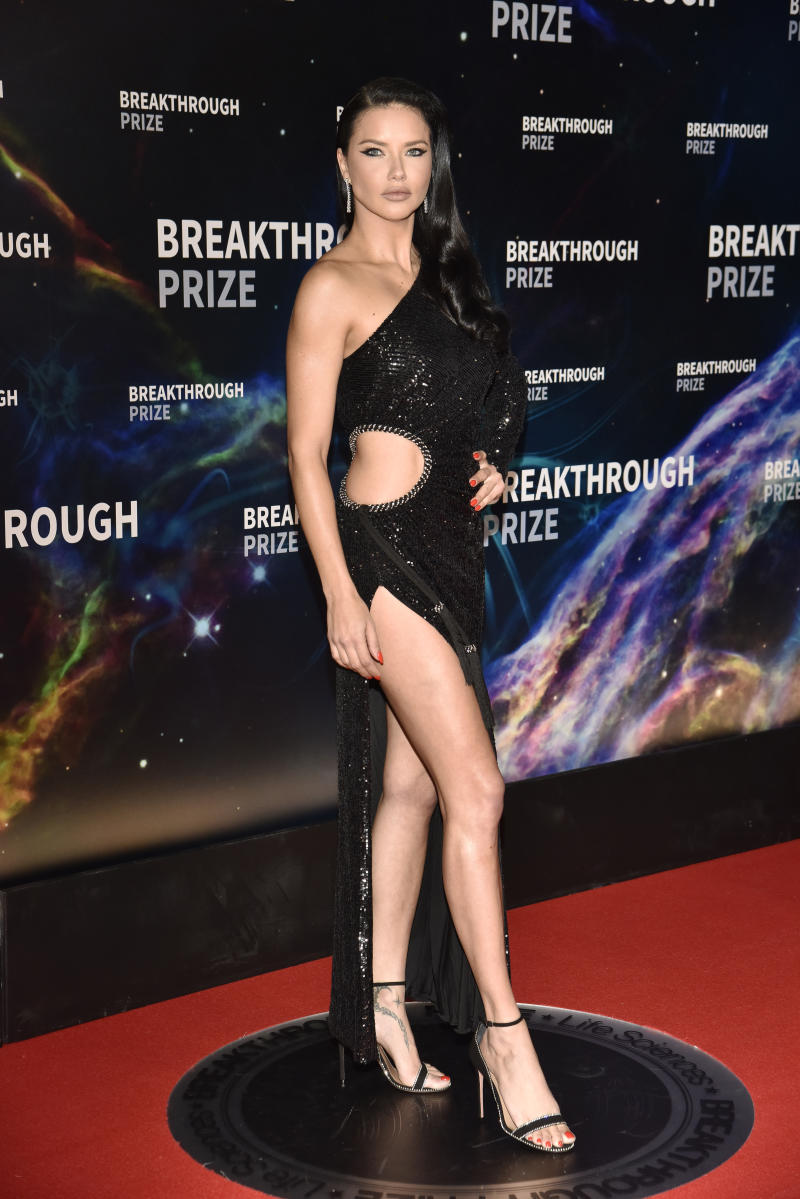 MOUNTAIN VIEW, CALIFORNIA - NOVEMBER 03: Adriana Lima attends the 2020 Breakthrough Prize Red Carpet at NASA Ames Research Center on November 03, 2019 in Mountain View, California. (Photo by Tim Mosenfelder/Getty Images for Breakthrough Prize)