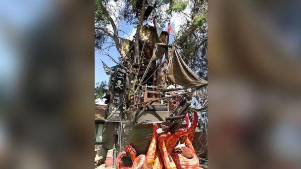 PHOTO: Steven Hill, of Casa Grande, Arizona, built a 35-foot tall pirate ship treehouse in his backyard. (Steven Hill)