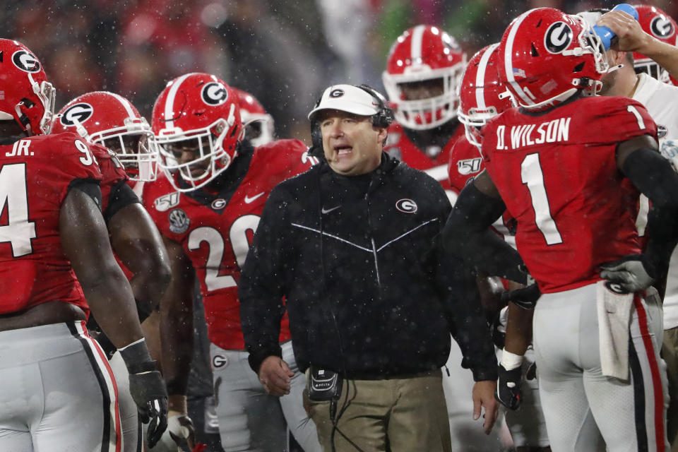 Georgia coach Kirby Smart talks to his players during a timeout in the first half of the team's game against Kentucky on Oct. 19, 2019. (AP)