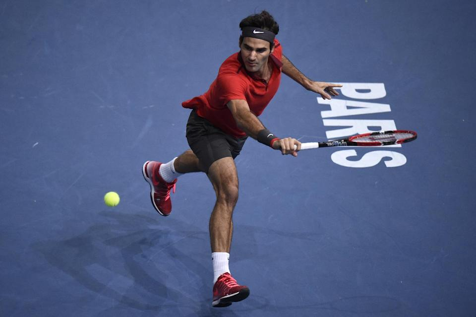Switzerland's Roger Federer returns the ball to Canada's Milos Raonic during a quarter-final match at the ATP World Tour Masters 1000 indoor tennis tournament on October 31, 2014 in Paris (AFP Photo/Franck Fife)