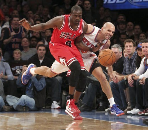 Chicago Bulls' Luol Deng, left, and New York Knicks' Jason Kidd chase a loose ball during the first half of an NBA basketball game on Friday, Dec. 21, 2012, at Madison Square Garden in New York. (AP Photo/Mary Altaffer)
