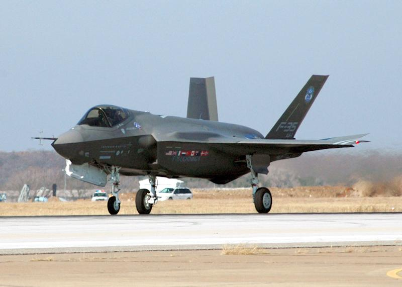 Ottawa announced in July 2010 its intention to buy 65 F35 Lightning II fighter jets