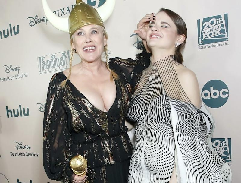 Joey King got whacked on the head with Patricia Arquette's Golden Globe, and TBH, we're so jealous