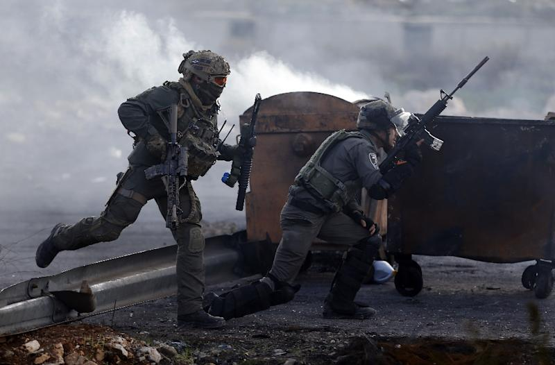 Israeli troops take position during clashes with Palestinian protestors at the entrance of al-Bireh in the occupied West Bank on November 11, 2015 (AFP Photo/Abbas Momani)