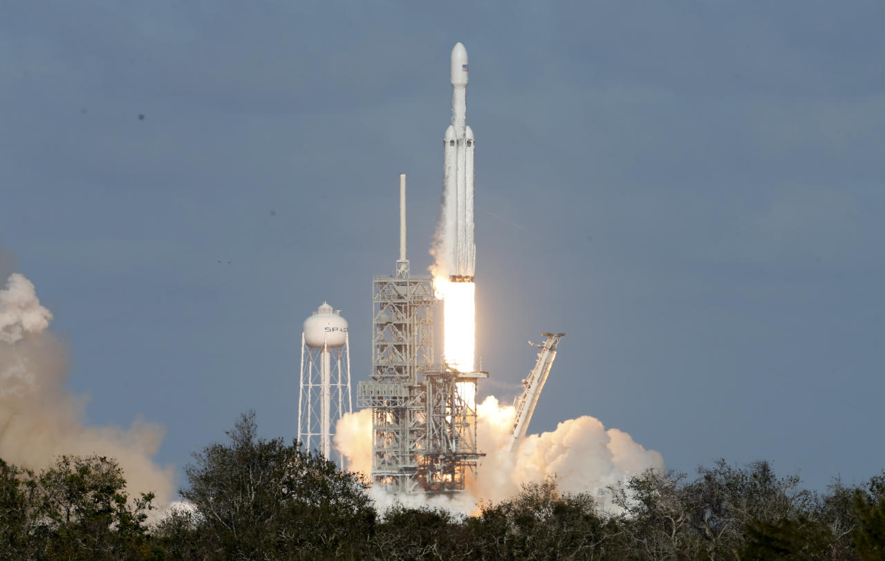 SpaceX Falcon Heavy visible from the Borderland