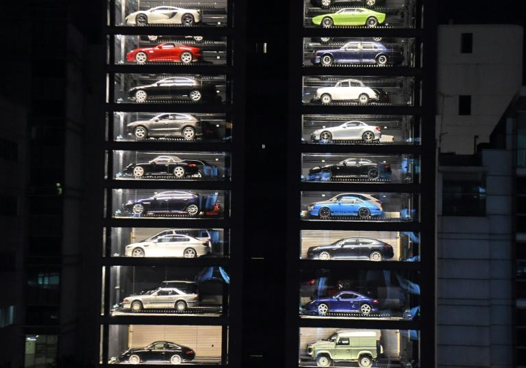 Snickers bar: check. Can of Coke: check. Maserati: check. An innovative car show room in land-starved Singapore is using a vending machine-style system to sell luxury cars
