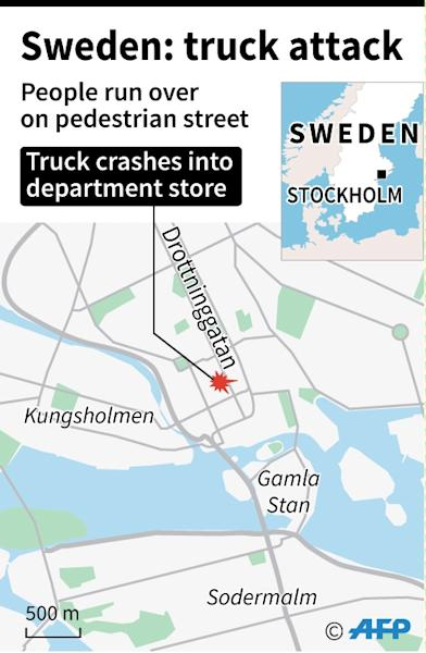 People attend a memorial ceremony on April 9, 2017 at Sergels Torg plaza in Stockholm, Sweden, close to the point where a truck drove into a department store two days before (AFP Photo/Jochen GEBAUER, AFP)