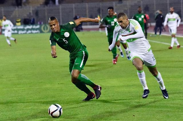 Nigeria's William Ekong (L) vies for the ball with Algeria's Islam Slimani during the 2018 FIFA World Cup Group B qualifying football match between Algeria and Nigeria at the Chahid Hamlaou Stadium in Constantine on November 10, 2017 (AFP Photo/RYAD KRAMDI)