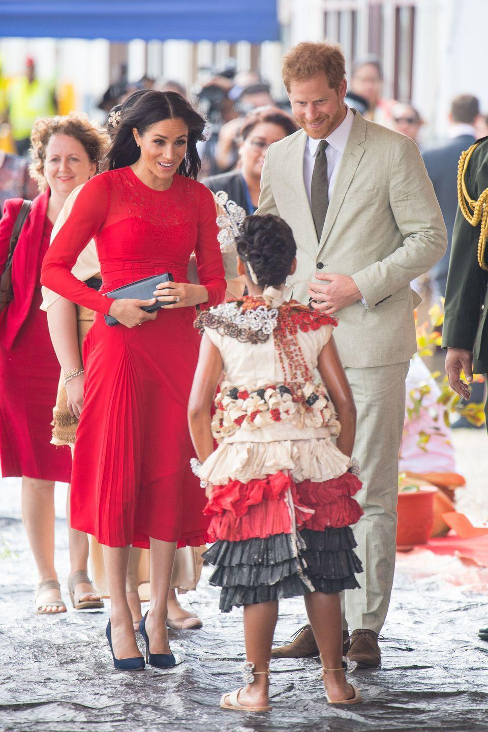 <p>A young girl greets the Duke and Duchess of Sussex as they arrive at Fua'amotu Airport in Nuku'Alofa, Tonga. </p>