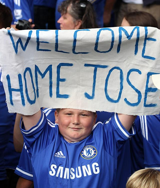 Chelsea fans welcome back Jose Mourinho