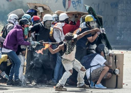 Clashes break out again in Venezuela as protesters seek press freedom