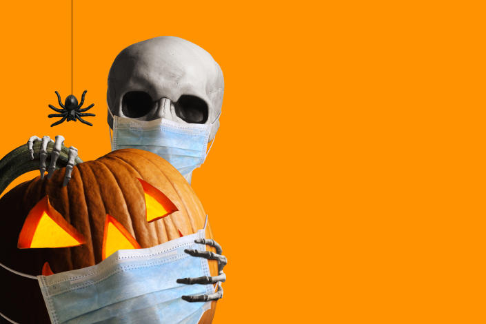 Here's how to throw the perfect last-minute Halloween bash at home.