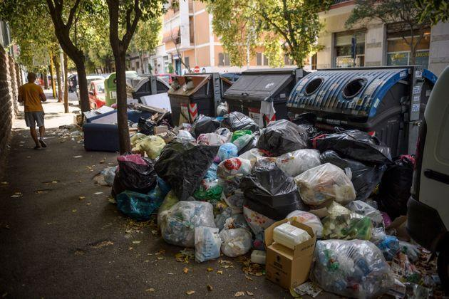 ROME, ITALY - JULY 07: A resident walks past overflowing trash bins on the streets, as the city struggles with a garbage problem aggravated by the summer heat, on July 7, 2021 in Rome, Italy. (Photo by Antonio Masiello/Getty Images) (Photo: Antonio Masiello via Getty Images)