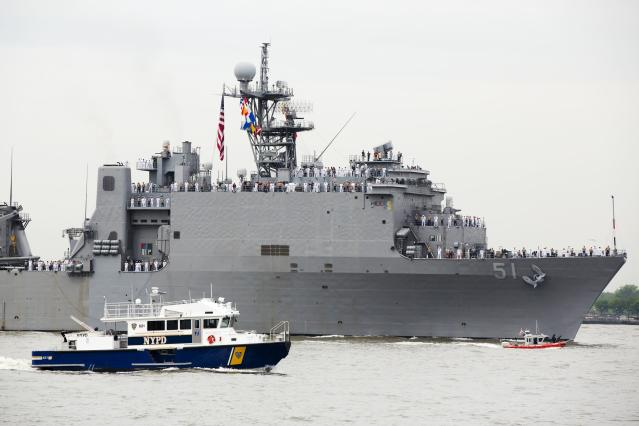 The USS Oak Hill, a Harpers Ferry-class dock landing ship of the United States Navy arrives in New York Harbor for Fleet Week in New York, May 21, 2014. REUTERS/Lucas Jackson (UNITED STATES - Tags: SOCIETY MILITARY)