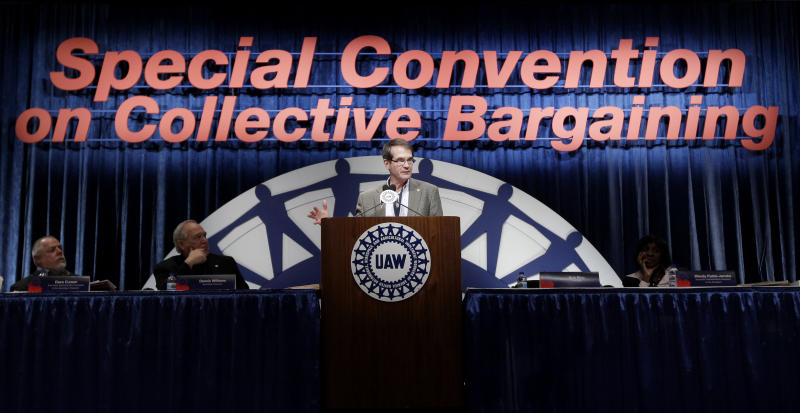 United Auto Workers president Bob King speaks during their Special Convention on Collective Bargaining in Detroit, Tuesday, March 22, 2011. (AP Photo/ Paul Sancya)
