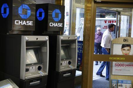 85c73d452d0 JPMorgan prepares to pull Chase ATMs from Walgreens stores