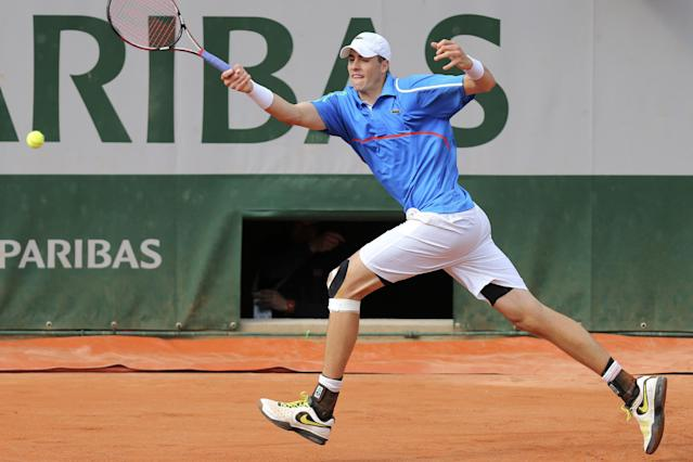 John Isner of the U.S. returns the ball during the first round match of the French Open tennis tournament against France's Pierre-Hugues Herbert at the Roland Garros stadium, in Paris, France, Sunday, May 25, 2014. (AP Photo/David Vincent)