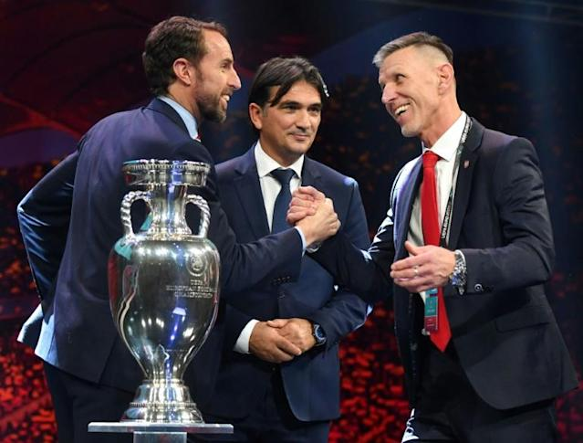 England coach Gareth Southgate shakes hands with Czech Republic coach Jaroslav Silhavy, with Croatia's Zlatko Dalic in between (AFP Photo/Daniel MIHAILESCU)