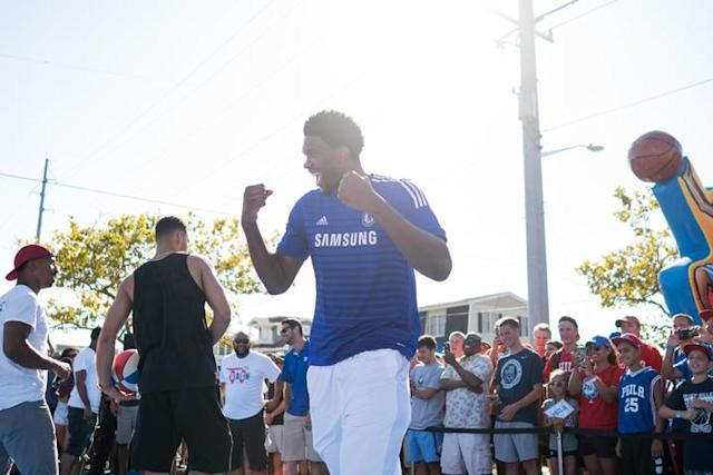 "<a class=""link rapid-noclick-resp"" href=""/nba/players/5294/"" data-ylk=""slk:Joel Embiid"">Joel Embiid</a> gets excited at the 76ers' 2016 Beach Bash in Avalon, N.J., on Aug. 27, 2016. (Photo via 76ers)"