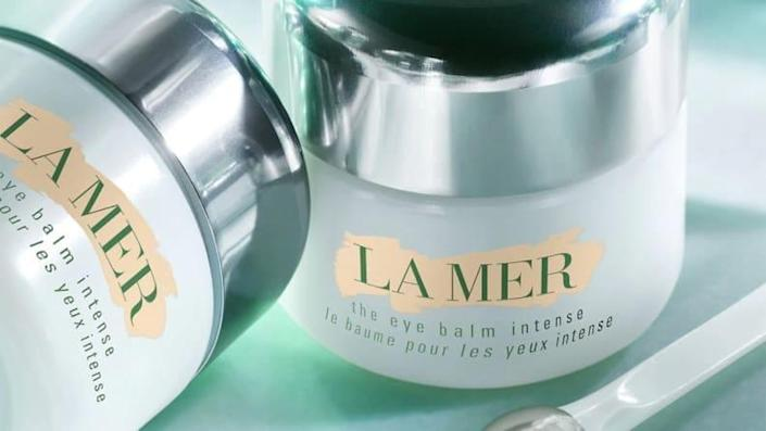 Our reviewer says this non-greasy La Mer eye balm does what it claims to do.
