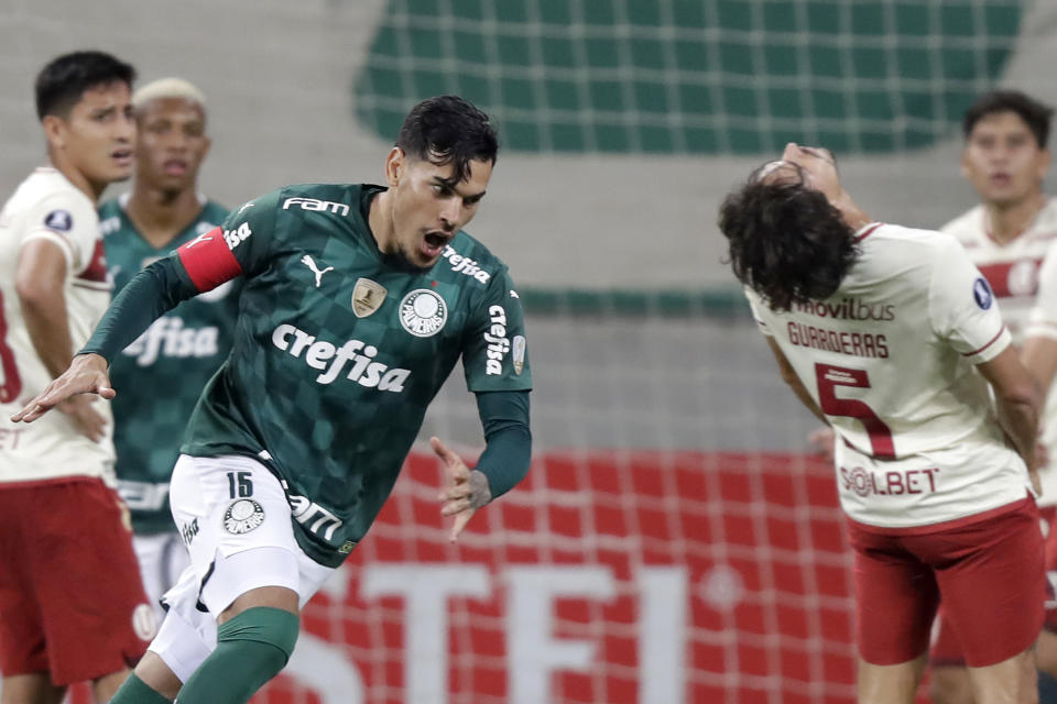 SAO PAULO, BRAZIL - MAY 27: Gustavo Gómez of Palmeiras celebrates after scoring the third goal of his team during a group A match of Copa CONMEBOL Libertadores 2021 between Palmeiras and Universitario at Allianz Parque on May 27, 2021 in Sao Paulo, Brazil. (Photo by Andre Penner - Pool/Getty Images)