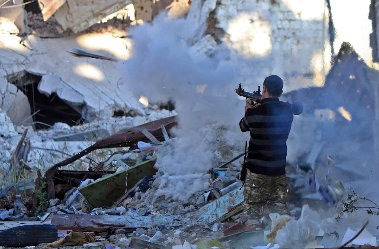 <p>A member of the self-styled Libyan National Army, loyal to the country's east strongman Khalifa Haftar, fires a rocket propelled grenade (RPG) during clashes with militants in Benghazi's central Akhribish district on Nov. 9, 2017. (Photo: Abdullah Doma/AFP/Getty Images) </p>