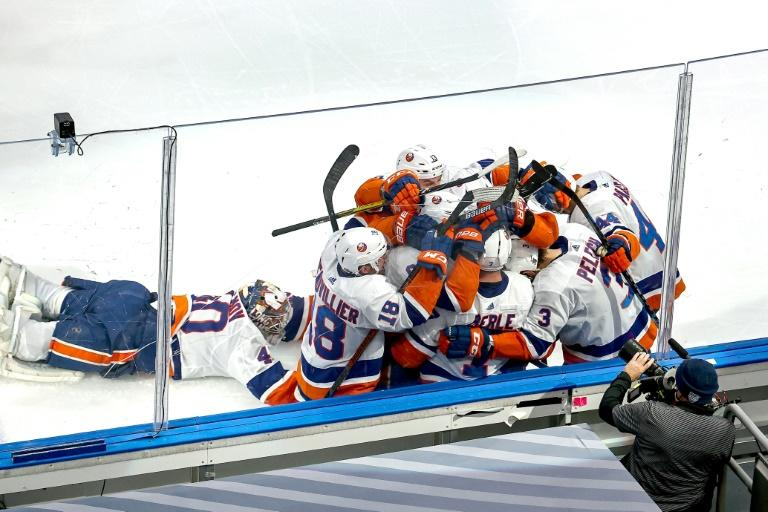Isles beat Tampa in double OT to keep Stanley Cup hopes alive