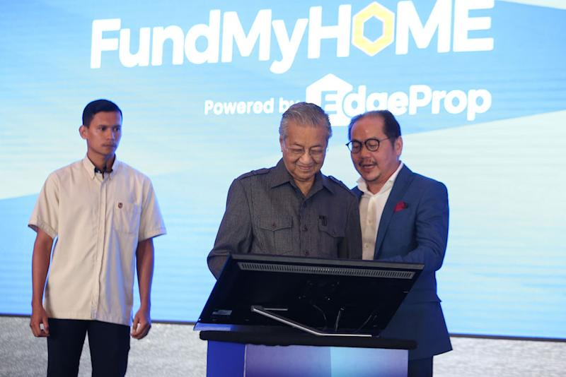 Tun Dr Mahathir Mohamad and Datuk Tong Kooi Ong launch the FundMyHome project in Semenyih November 4, 2018. — Picture by Azinuddin Ghazali