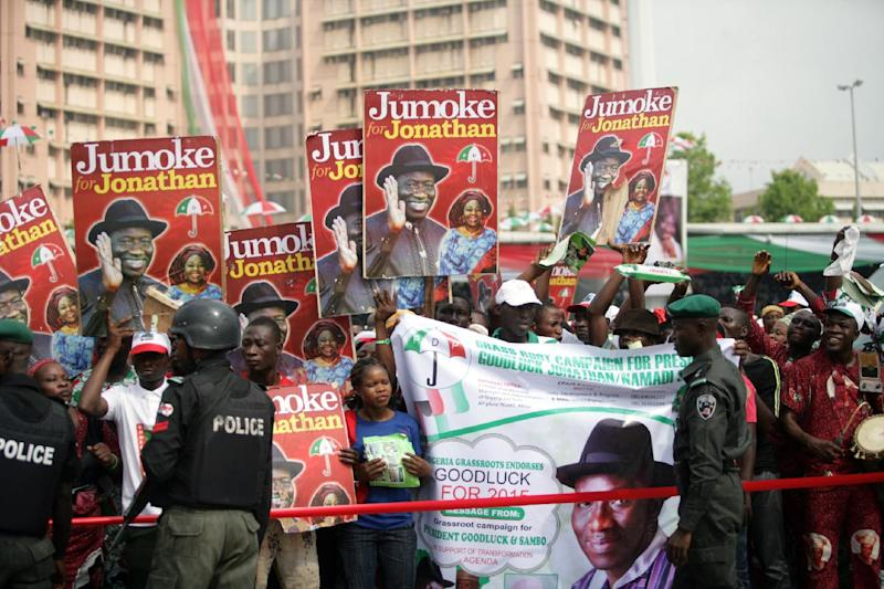 Supporters of the Nigerian president gather during a ceremony in Abuja on November 11, 2014 (AFP Photo/Kolawole Oshiyemi)