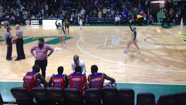 Louisiana Tech's four remaining players are coached up during the game's final timeout. (Photo: @brentconklin on Twitter)