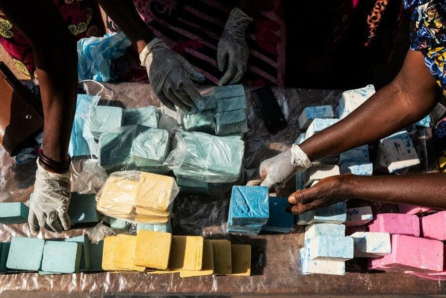 The soap bars are cut out (WFP/Arete/Fredrik Lerneryd)