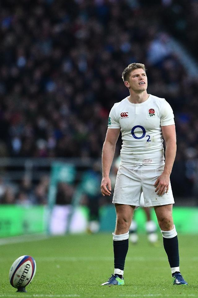 England's centre Owen Farrell prepares to kick a conversion during the international rugby union test match between England and Australia at Twickenham stadium in south-west London on December 3, 2016. (AFP Photo/Glyn KIRK)