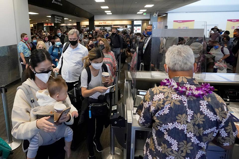 United Airlines passengers walk through the gate to board an Oct. 15 flight to Hawaii at San Francisco International Airport. (Photo: Jeff Chiu/ASSOCIATED PRESS)
